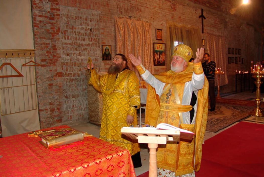 В восстанавливаемом храме святой равноапостольной Нины во Владикавказе совершена Божественная литургия