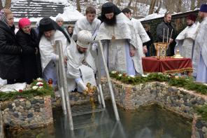 В Крещенский сочельник епископ Леонид совершил Литургию и чин великого освящения воды в Аланском Богоявленском женском монастыре