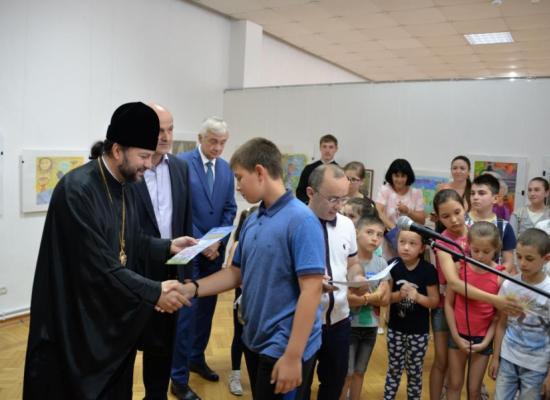 В День семьи, любви и верности во Владикавказе наградили победителей конкурса детского рисунка