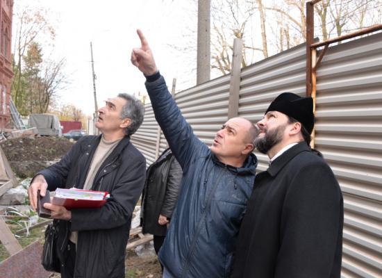 Епископ Леонид осмотрел строительные работы в здании Владикавказского духовно-просветительского центра