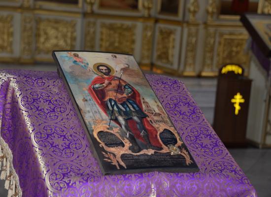 В Кафедральный собор Георгия Победоносца принесена икона Иоанна Воина с частицей мощей