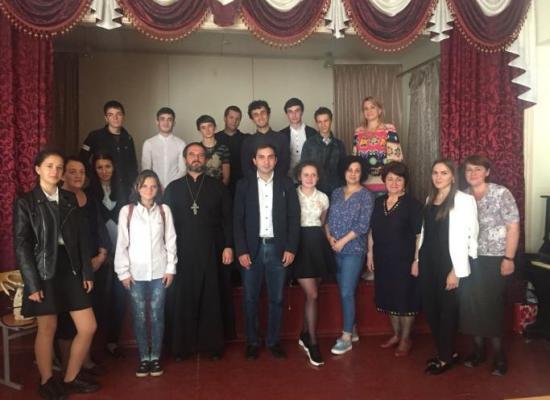 Иерей Сергий Простяков побеседовал со школьниками о вреде алкогольной зависимости