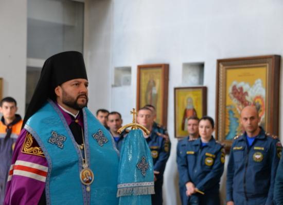 Епископ Леонид возглавил молебен перед иконой Богородицы «Неопалимая Купина»