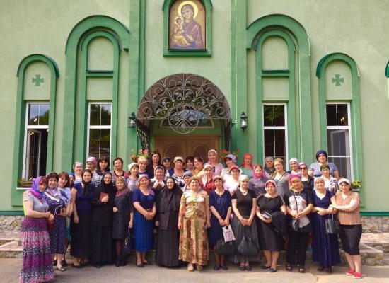 Учителя осетинского языка побывали в Аланском Богоявленском женском монастыре