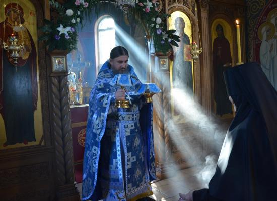 Фотографии из Аланского Богоявленского женского монастыря демонстрируются в Художественном музее г. Донецка