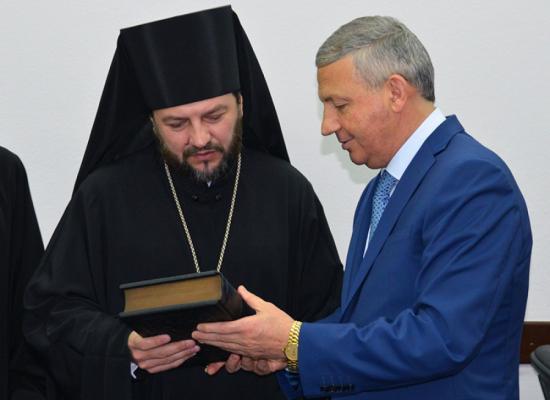 Епископ Владикавказский и Аланский Леонид встретился с врио Главы РСО-Алания Вячеславом Битаровым