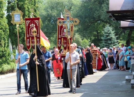 В день памяти преподобномучениц Елисаветы и Варвары в Аланском Богоявленском женском монастыре отметили престольный праздник