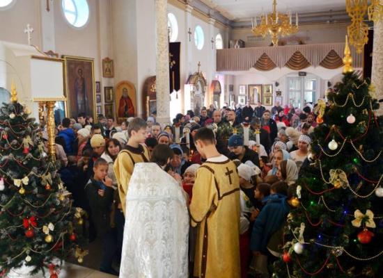 Богослужением для детей и праздничным представлением отметили Рождество в Моздокском благочинии