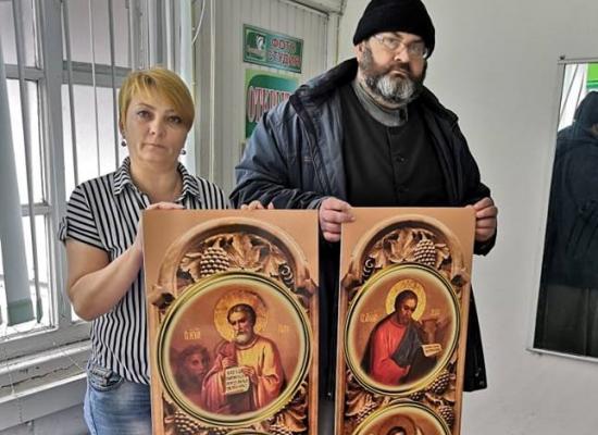 Храму-часовне Димитрия Донского передали иконы для алтарной преграды