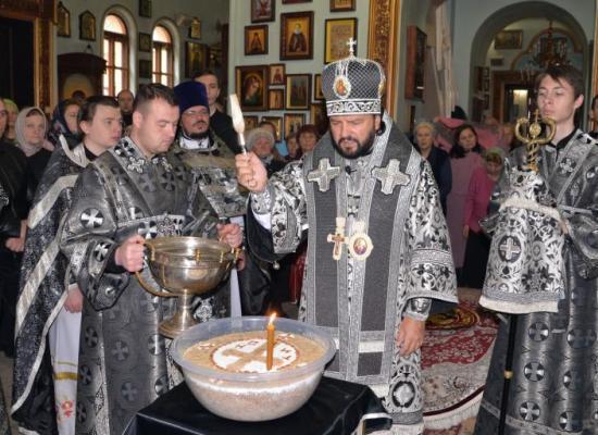 Архиепископ Леонид в Ильинском храме совершил Литургию преждеосвященных даров и чин освящения колива