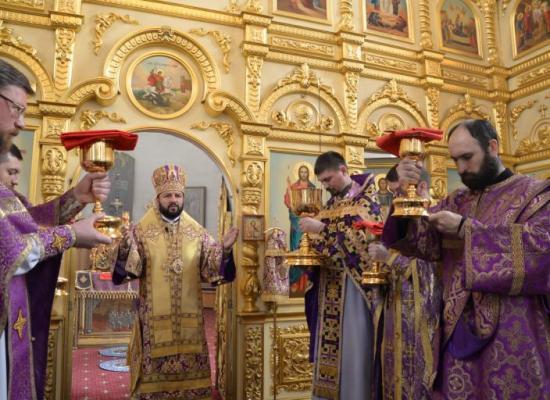 В праздник Торжества Православия архиепископ Леонид совершил Божественную литургию в Свято-Георгиевском Кафедральном соборе