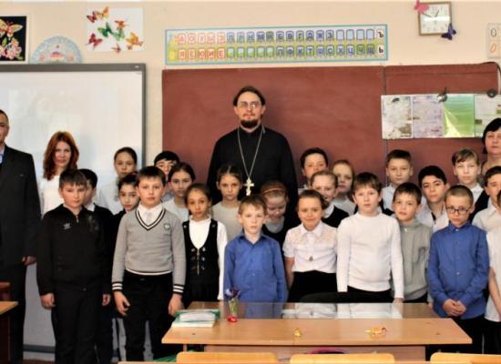 Священник рассказал школьникам о Великом посте