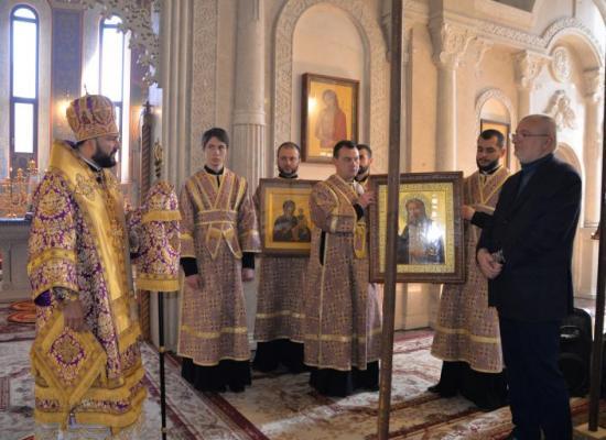 В неделю Крестопоклонную архиепископ Леонид совершил Литургию святителя Василия Великого в Успенском Аланском мужском монастыре