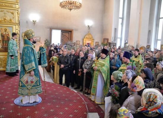 В праздник Входа Господня в Иерусалим архиепископ Леонид совершил Божественную литургию в Кафедральном соборе