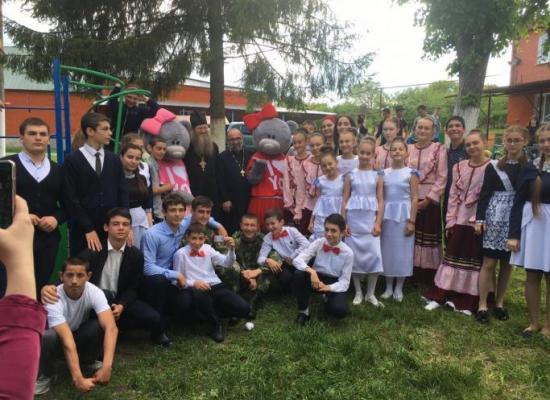 Священники Ардонского благочиния поздравили воспитанников школы-интерната «Надежда» с Пасхой