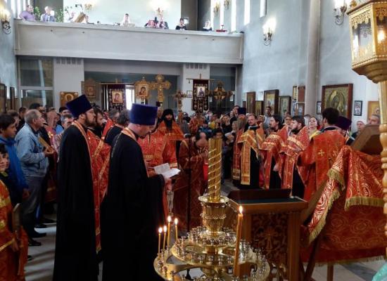 В годовщину расстрела царской семьи во Владикавказе прошел Крестный ход