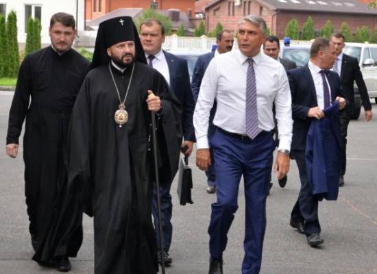 Архиепископ Леонид и полпред Александр Матовников провели рабочую встречу во Владикавказе