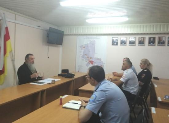 Священник провел беседу на тему суицидов среди сотрудников органов внутренних дел
