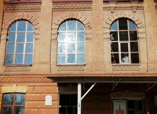 В Покровском храме бывшей Ардонской духовной семинарии заменили окна