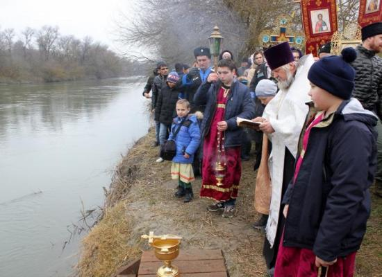 В станице Павлодольская состоялось освящение вод реки Терек