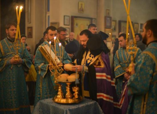 В канун праздника Сретения Господня архиепископ Леонид возглавил всенощное бдение в кафедральном соборе