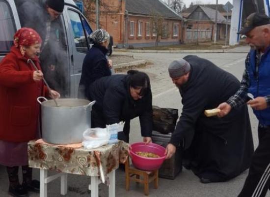 Горячее питание для водителей большегрузов и другие акции отдела по социальному служению и благотворительности
