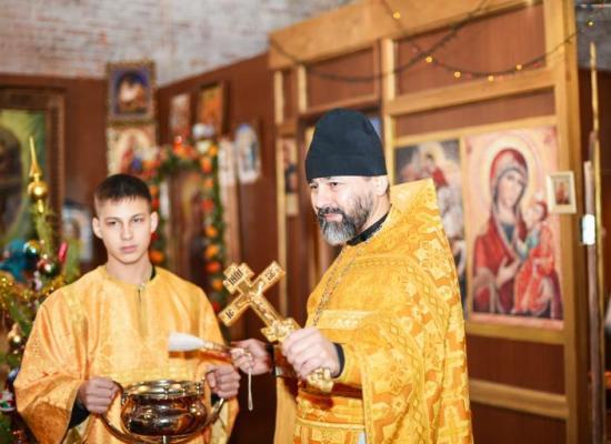 В храме святой равноапостольной Нины прошла Праздничная Божественная литургия