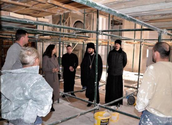 Архиепископ Леонид проинспектировал ход работ по реконструкции кафедрального собора