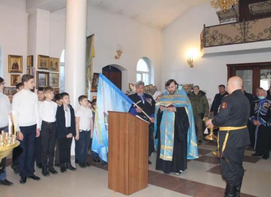Священнослужитель благословил детский казачий отряд на добрые дела