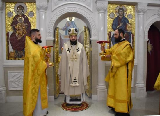 Архиепископ Леонид возглавил Божественную литургию во Владимирском храме г. Владикавказа