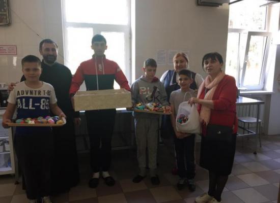 Пасхальная радость для детей и стариков. Благотворительная акция Осетинской церкви