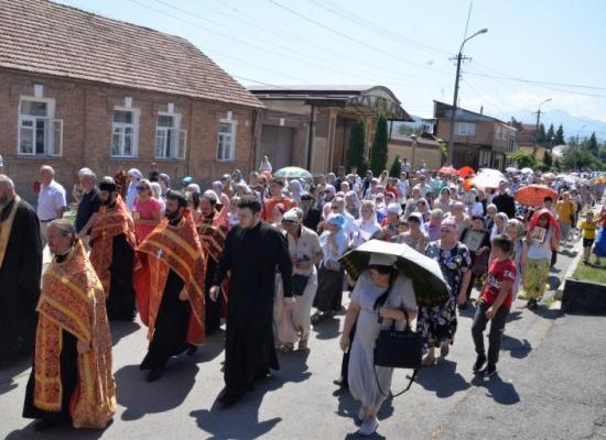 Верующие Владикавказа Крестным ходом молитвенно помянули святых Царственных страстотерпцев