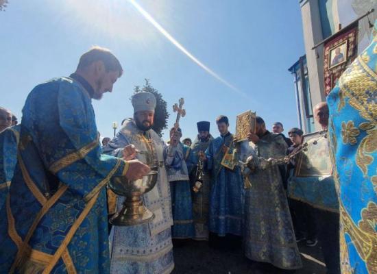 Архиепископ Леонид возглавил престольные торжества в храме Рождества Пресвятой Богородицы