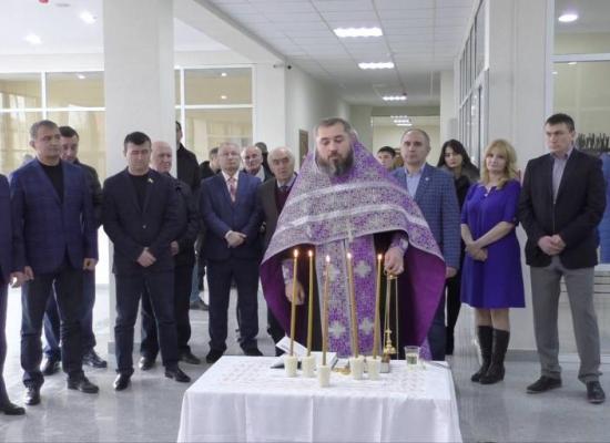 Иерей Сергий Кокоев освятил здание Юго-Осетинского госуниверситета
