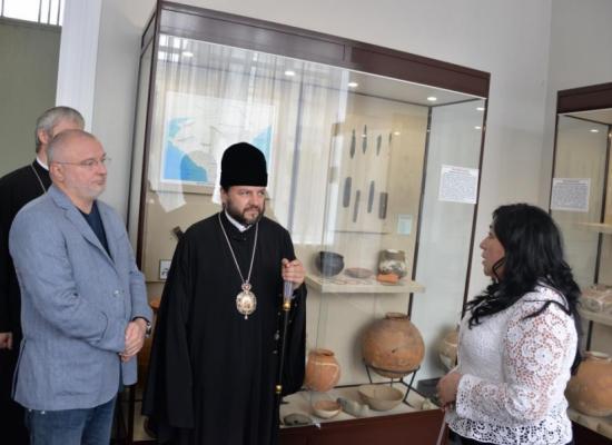 Владыка Леонид и представитель Совета Федерации Андрей Клишас посетили музеи Северной Осетии