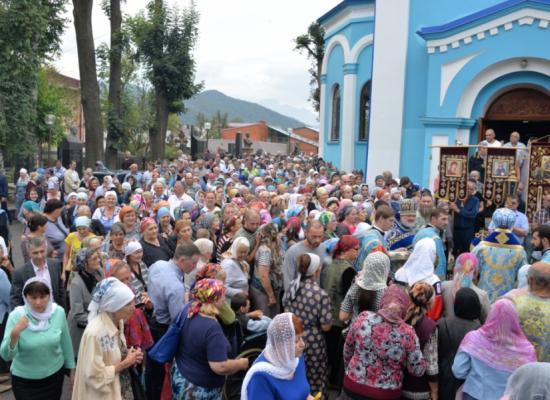 Епископ Леонид возглавил престольный праздник храма Рождества Пресвятой Богородицы на Осетинской горке