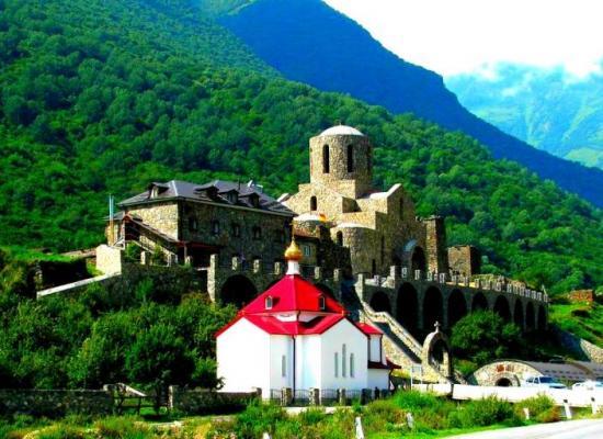 Архиепископ Леонид поздравил братию Аланского Успенского мужского монастыря с престольным праздником храма святых жен-мироносиц