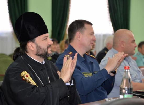 Епископ Леонид поздравил М.Б. Элдзарову с ведомственной наградой