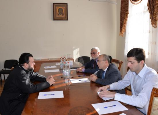 Встреча епископа Леонида с министром РСО-А по вопросам национальных отношений А.А.Цуциевым