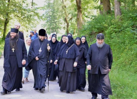 Епископ Леонид посетил Аланский Богоявленский женский монастырь