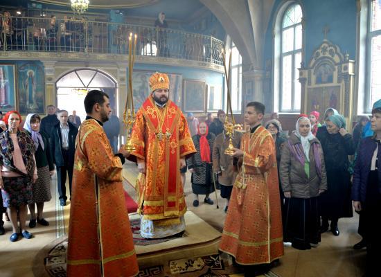 Епископ Леонид продолжил череду Пасхальных богослужений в Покровском храме Владикавказа