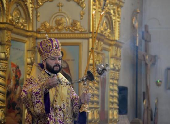 В неделю 4-ю Великого поста архиепископ Леонид совершил Божественную литургию в Свято-Георгиевском кафедральном соборе