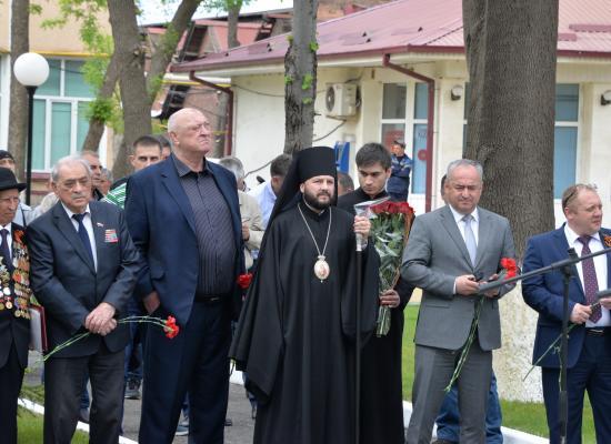 Епископ Леонид почтил память работников завода «Электроцинк» - участников войны