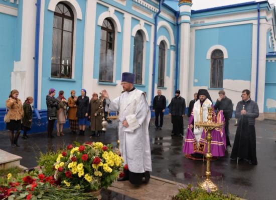 В день рождения Коста Хетагурова епископ Леонид совершил литию на его могиле
