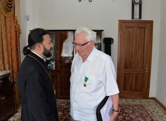 Епископ Леонид вручил церковную награду председателю общественной организации «Номаран» А.Б. Зураеву