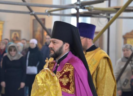 Епископ Леонид возглавил Литургию в Георгиевском кафедральном соборе
