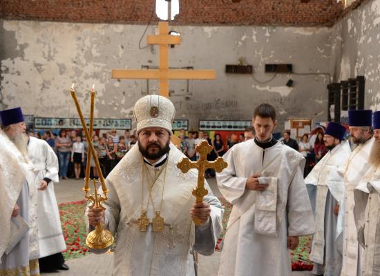 Епископ Леонид возглавил Божественную литургию в стенах школы №1 г. Беслана в 13-ю годовщину террористического акта
