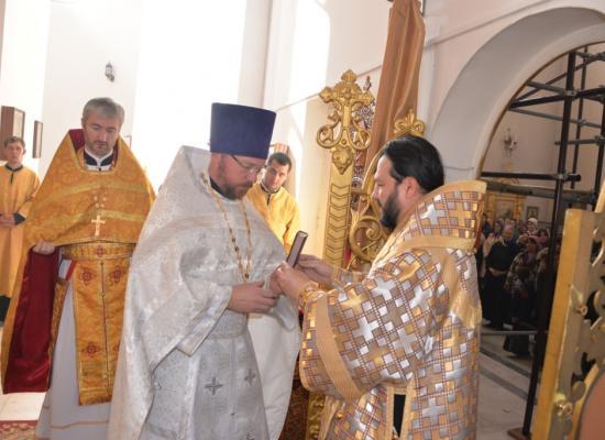 Епископ Леонид возглавил Божественную Литургию в Свято-Георгиевском кафедральном соборе