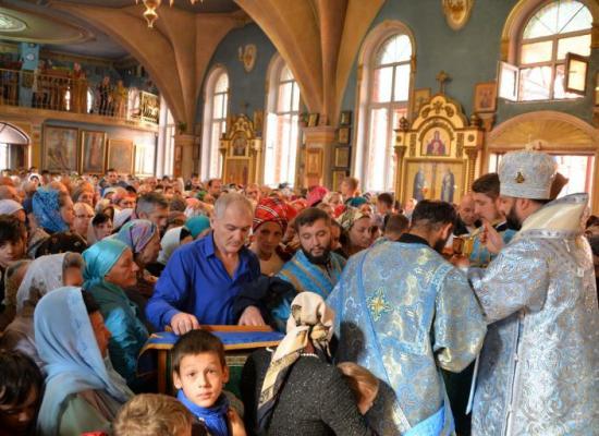Архиепископ Леонид возглавил престольный праздник в Покровском храме г. Владикавказа