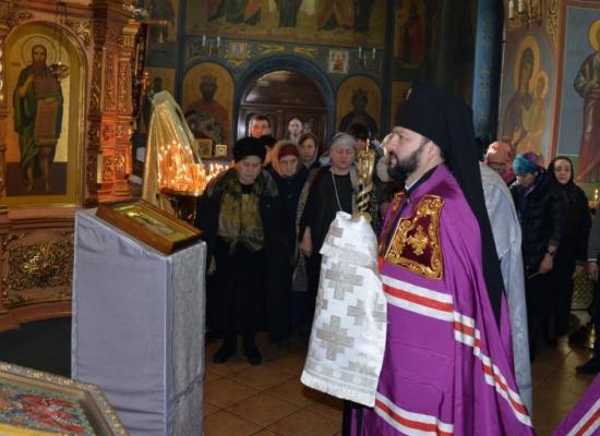 Архиепископ Леонид возглавил Божественную литургию в храме Рождества Пресвятой Богородицы на Осетинской горке во Владикавказе